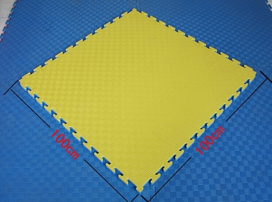 China Commercial Colorful EVA Floor Mat Foam Square Tiles 100cm*100cm Waterproof supplier